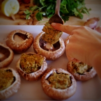 Cogumelos recheados / Stuffed mushrooms
