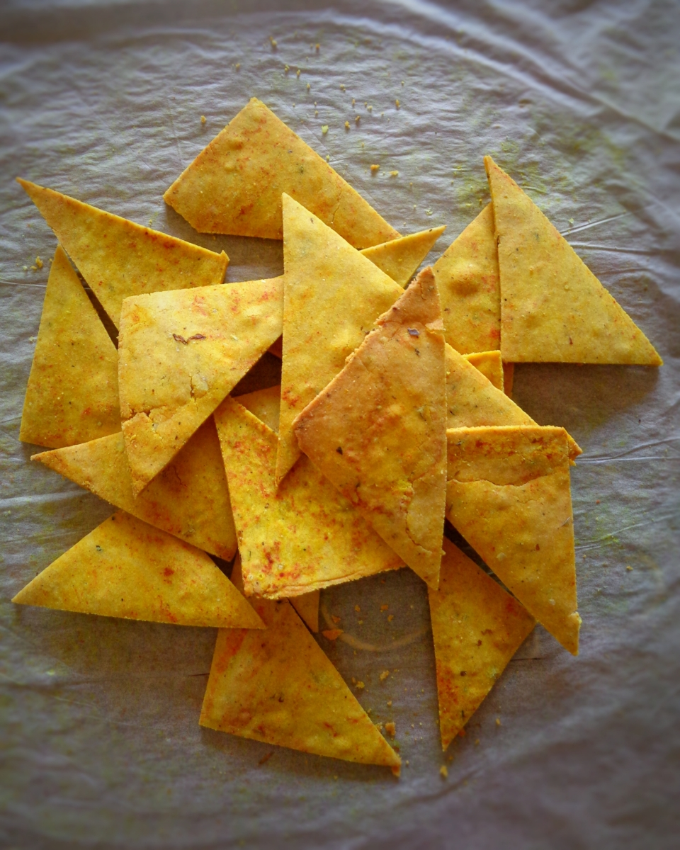 """Doritos"" no forno / Baked tortilla chips"