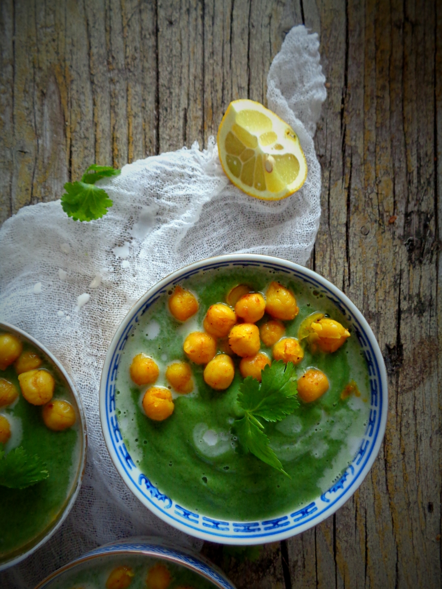 Sopa verde com grão picante / Green goodness soup with spicy chickpeas