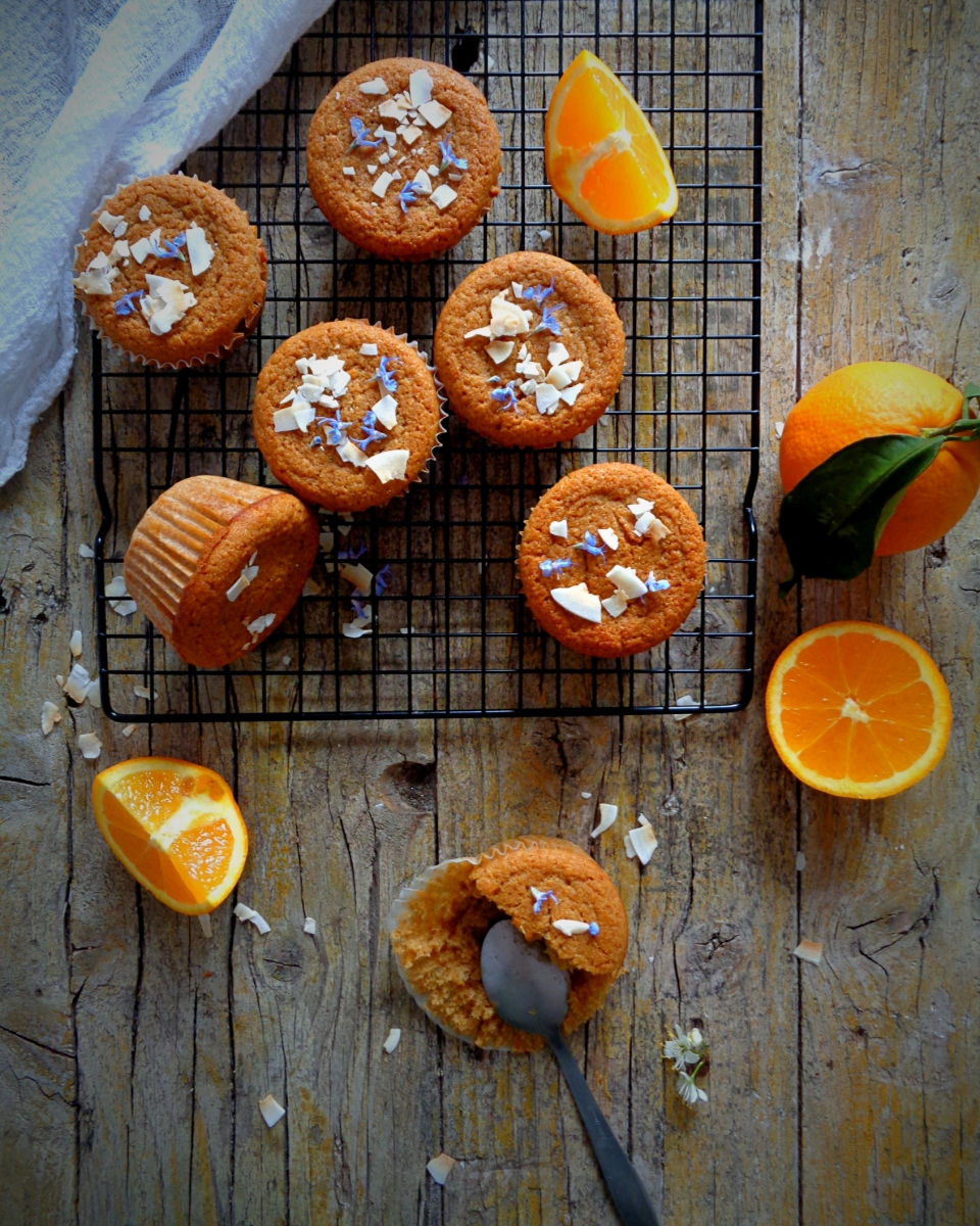 Muffins de laranja e coco (veganos) // Orange and coconut muffins (vegan)